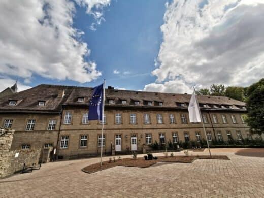 Das Hotel Schloß Gehrden vom Parkplatz aus fotografiert
