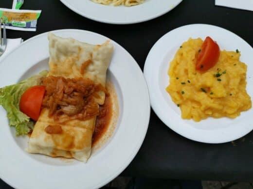 Maultaschen und Kartoffelsalat auf dem Weindorf in Stuttgart bei der Zaisserei