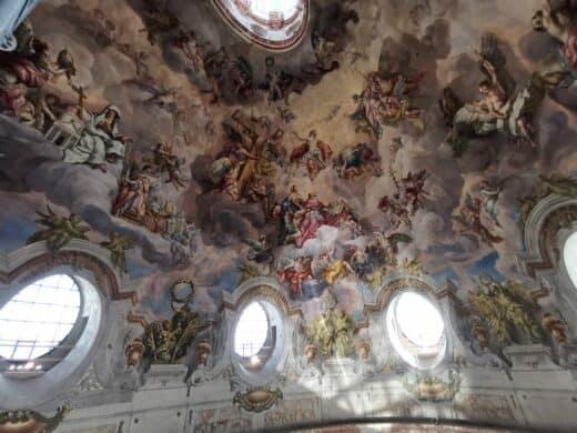 Deckengewölbe in der Karlskirche Wien