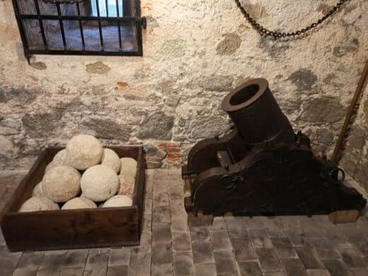 Mörser aus vergangenen Zeiten auf der Burg Forchtenstein