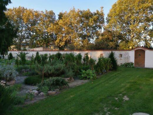 Garten des Schlosses Lackenbach, direkt hinter dem Gästehaus Zum Oberjäger