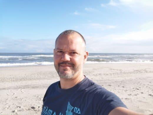 Ich am Strand in Dänemark