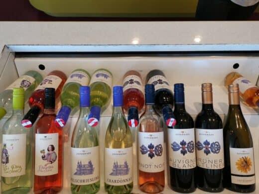 Ein paar der zahlreichen Weine im Weingut Esterhazy