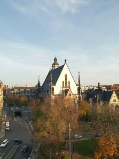 Die Thomaskirche von der Rooftop Bar im Melia Innside