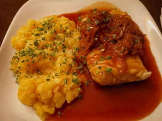 Maultaschen mit Kartoffelsalat und Trollingersössle im Ulmers