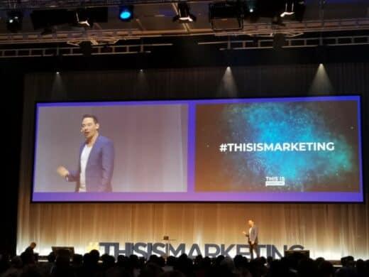Der Moderator und Magier Dan Berlin bei #thisismarketing