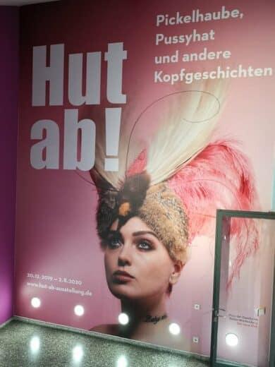 """Plakat zur Ausstellung """"Hut ab"""" im Haus der Geschichte Baden-Württemberg"""