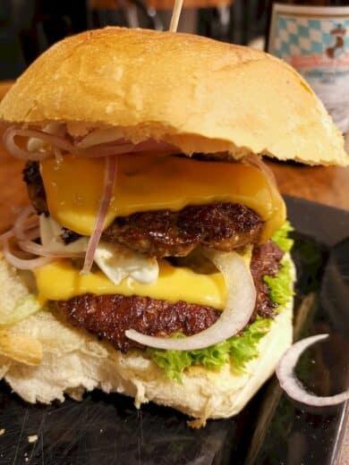 Cheeseburger bei Pop's Burger in Bad Cannstatt