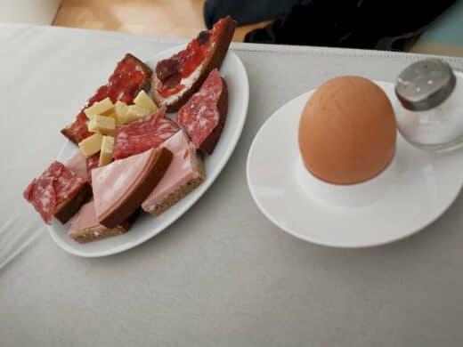 Leckeres Frühstück im Bett am Samstagmorgen