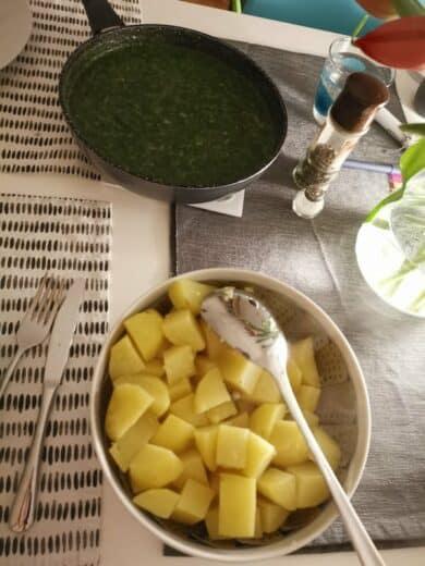 Saslzkartoffeln udn Spinat - einfach und relativ gesund :)