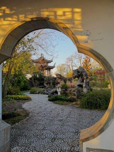 Der Eingang zum chinesischen Garten in Stuttgart-Nord