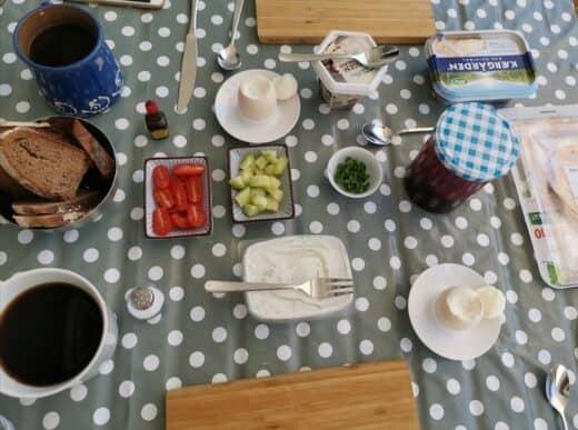 """Ein """"einfaches"""" aber feines Frühstück auf dem Balkon"""
