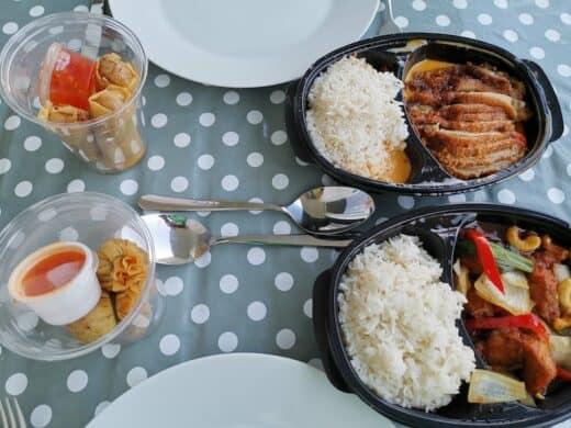 Food vom Lieblingsthai: Oben K10, unten K2 und links die spendierten Vorspeisen (Frühlingsrollen und Tung Thong