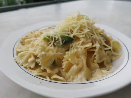 Pasta mit grünen Spargel und Käse-Sahne-Sosse