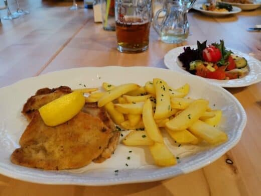 Leckeres Wiener Schnitzel im Landschloss Ernstgrün