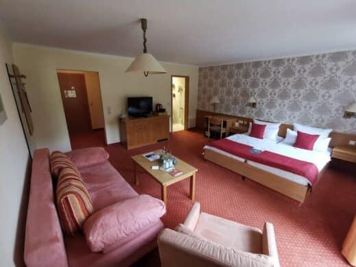 Mein riesiges Zimmer im Hotel Landschloss Ernestgrün