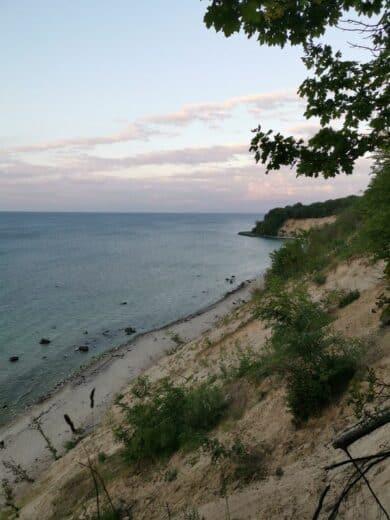 Blick die Steilküste runter