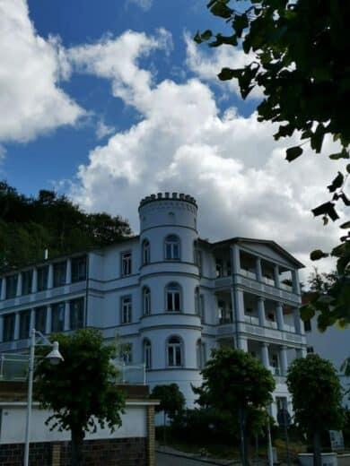 Eins der zahlreichen wunderschönen Häuser in der Wilhelmstrasse Sellin