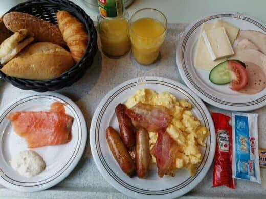 Frühstück in Coronazeiten im Maritim Hotel Magdeburg