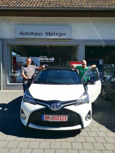 Marco Metzger und ich mit meinem neuen Toyota Yaris hybrid