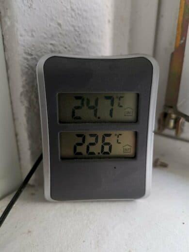 24,9 Grad im Arbeitszimmer am Dienstagmorgen um 06:00 Uhr nach dem Lüften die ganze Nacht