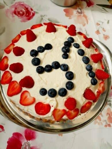 Lecker Kuchen mit diversen Beeren