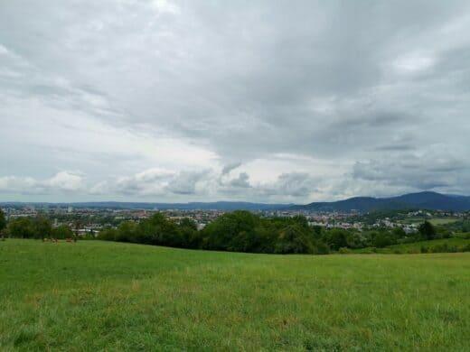Ausblick gleich zu Beginn der Wanderung in Richtung Freiburg