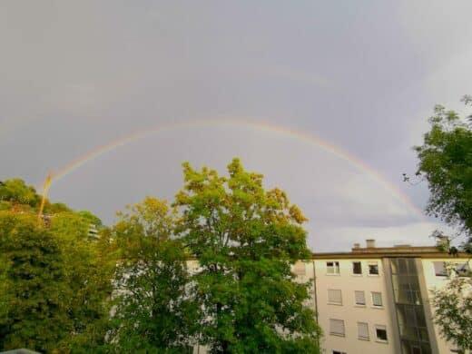 Regenbogen am Montagabend über Stuttgart