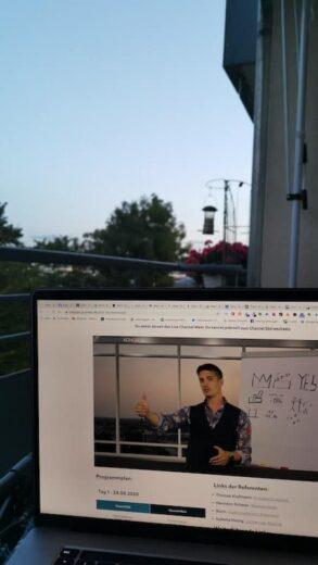 Danny Ziegler beim Gründerkongress in meinem Laptop auf dem Balkon