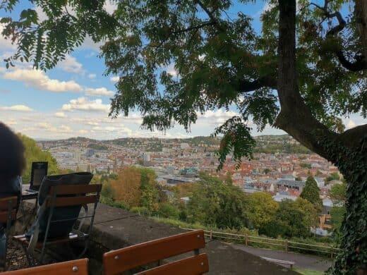 Fantastische Aussicht auf Stuttgart von der Karlshöhe