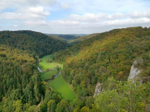 Der Ausblick vom Turm der Ruine Wartstein ins Lautertal