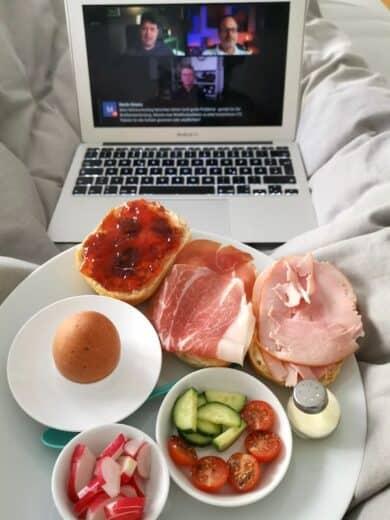 Frühstück im Bett mit dem Livestream der stbnhckr