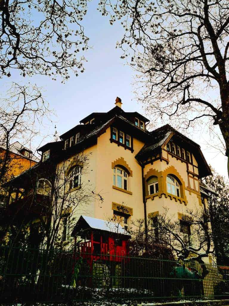 Eines der schönes Häuser an der Hasenbergsteige