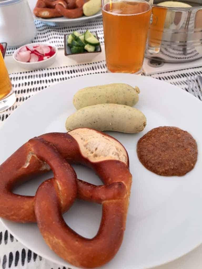 Brezel, Weisswurst, Süsser Senf und ein Bier