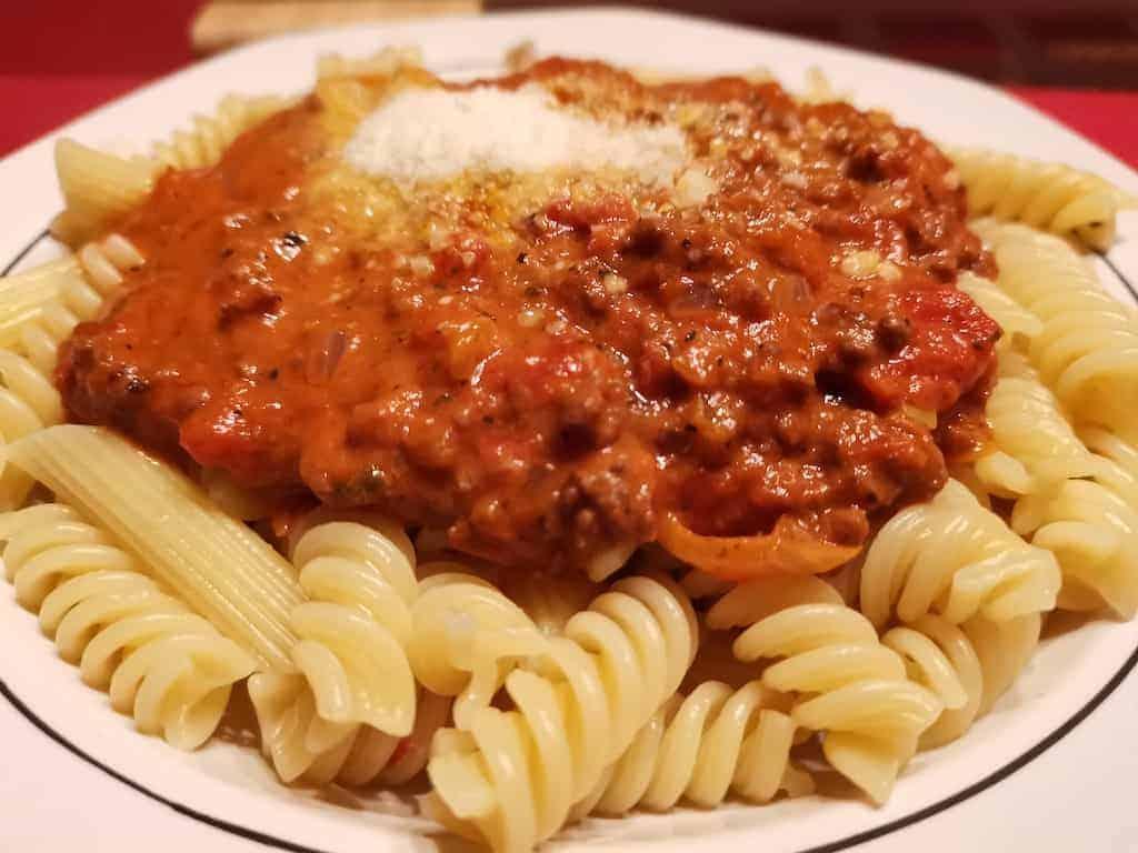 Pasta mit Hack-Tomaten-Sahne-Sosse