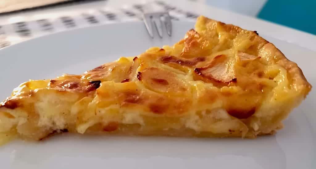 Ein Stück frisch von Nic gebackener Apfelkuchen