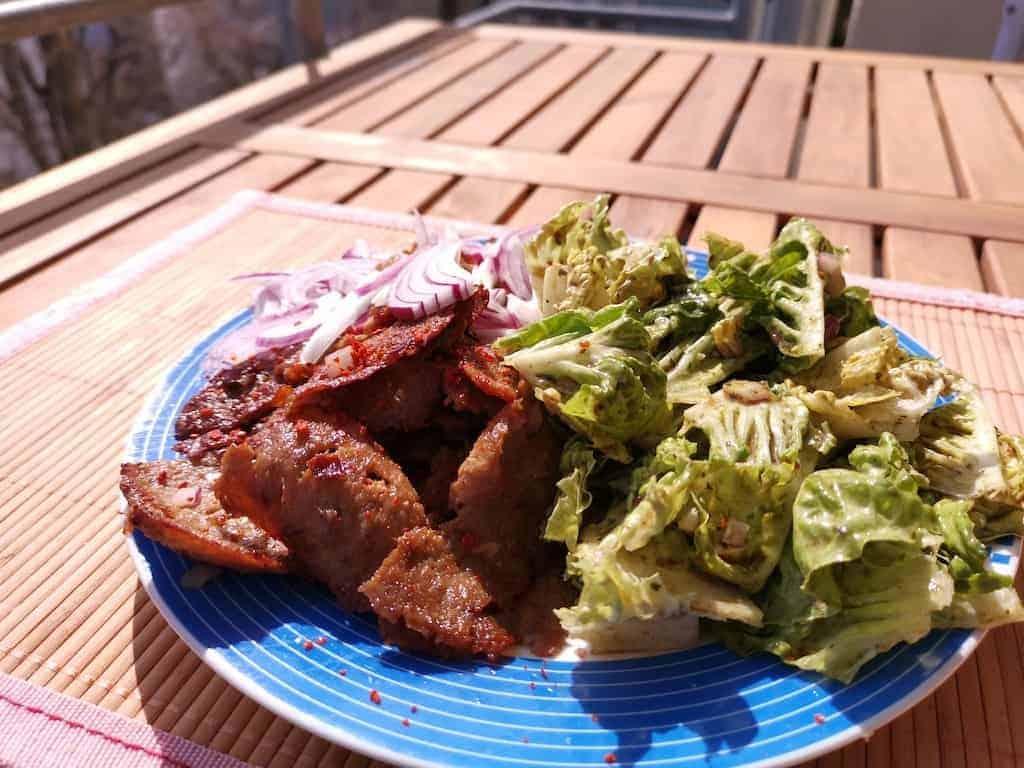 Dönerteller mit grünem Salat