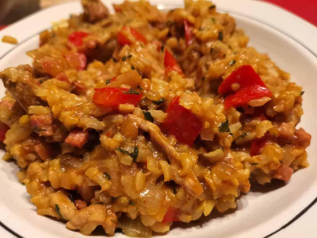Schweine-Zwiebel-Paprika-Reis-Topf