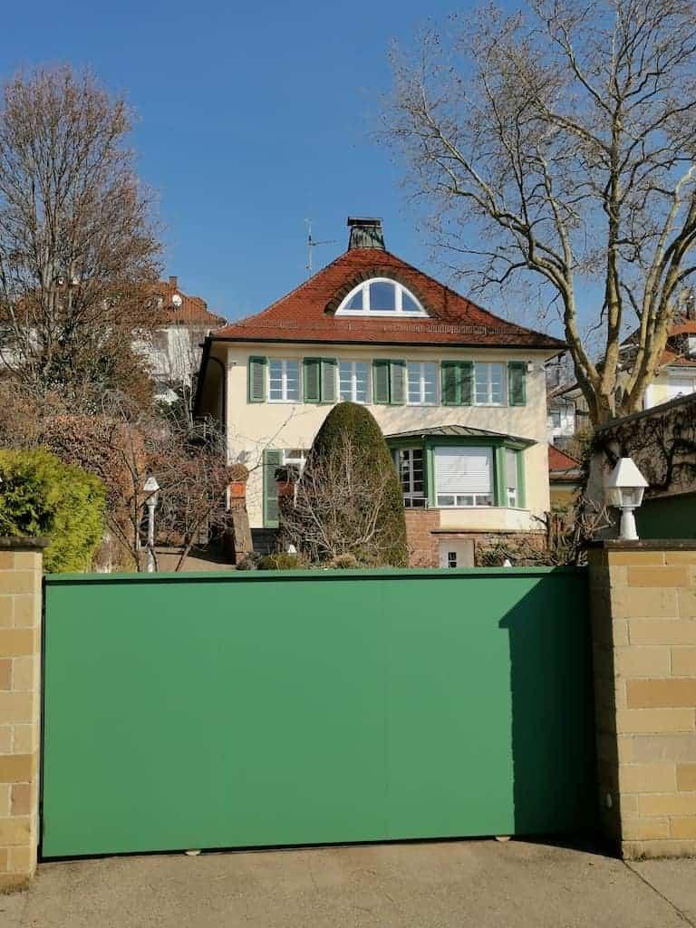 Eins der schönen Häuser, die ich auf meinem Heimweg von Nic gesehen habe
