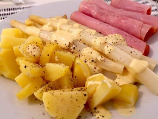 Spargel, Kartoffeln und Schinken