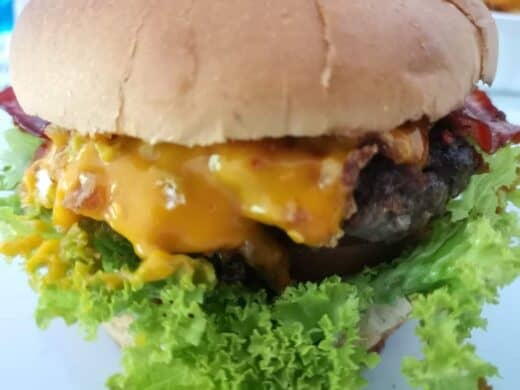 Unscharfes Bild vom Bo's Beef Ham Burger