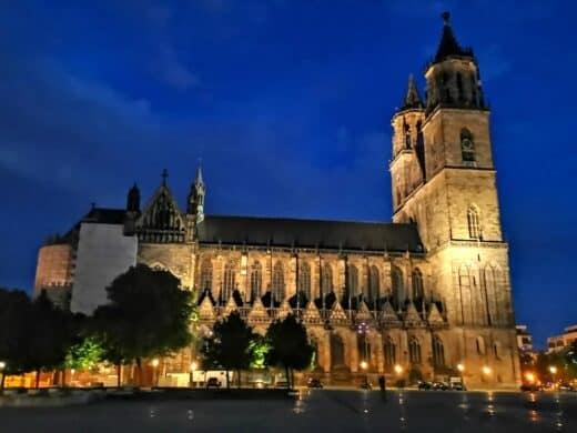 Der Magdeburger Dom bei Nacht