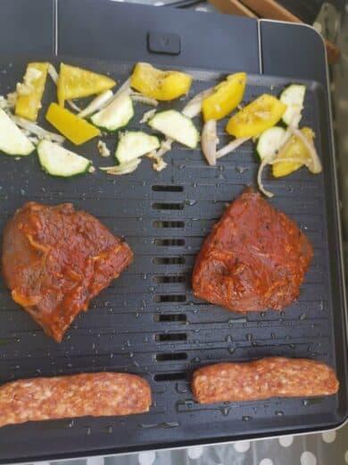 Gemüse, Steaks und Cevapcici