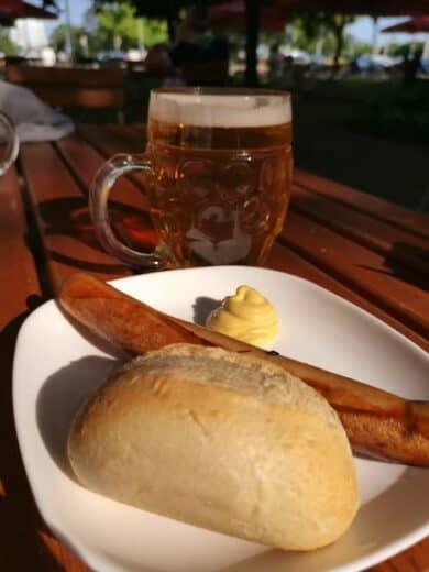Bratwurst im Ratsgarten Magdeburg