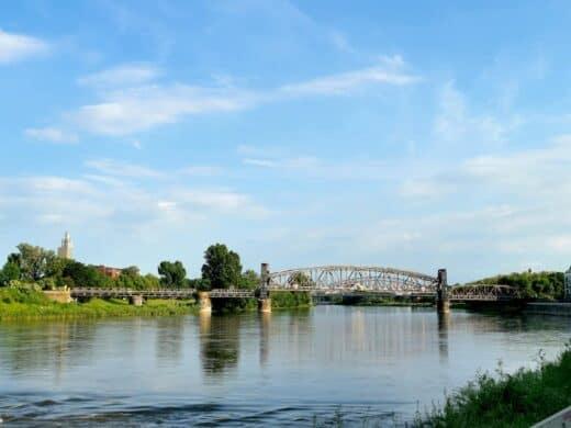 Auf den Elbstufen in Magdeburg sassen wir gemütlich rum und starrten auf die Elbe
