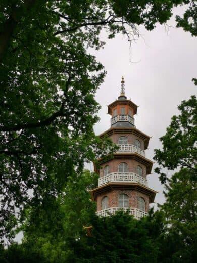 Chinesische Pagode am Eingang des Schlossparks Oranienbaum