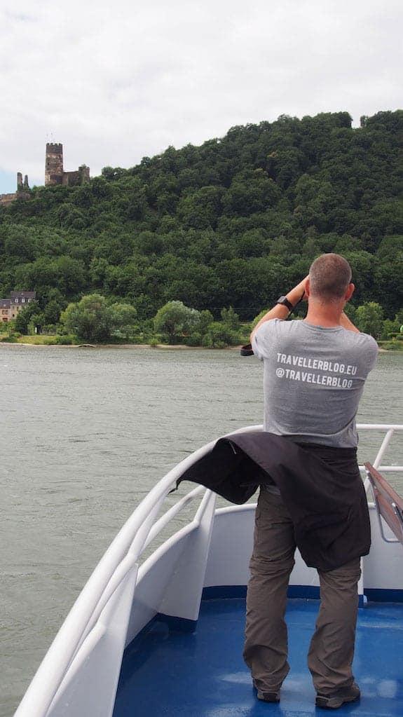 Hubert Mayer bei der Blogarbeit (hier: Schifffahrt bei Bingen swingt)