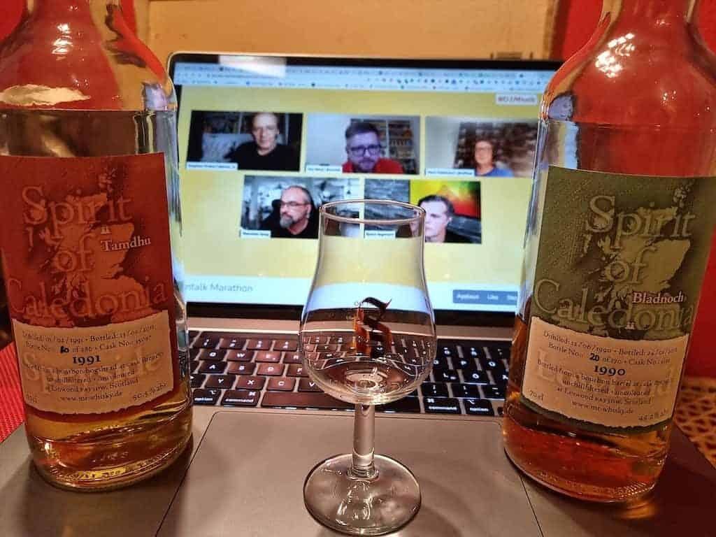 Betreutes Trinken beim #d2mtalk Marathon (Notebook mit Whiskyglas drauf und zwei Whiskyflaschen)