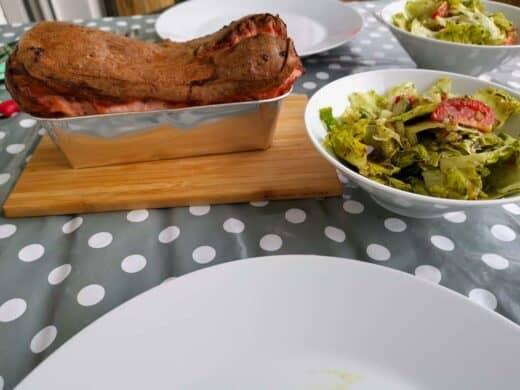 Frisch aufgebackener Fleischkäs vom Witt