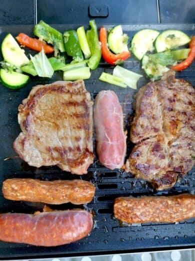 Runde 2 bei Grillen zu zweit: Entrecote, Cevapcici, Chorizo, Gemüse